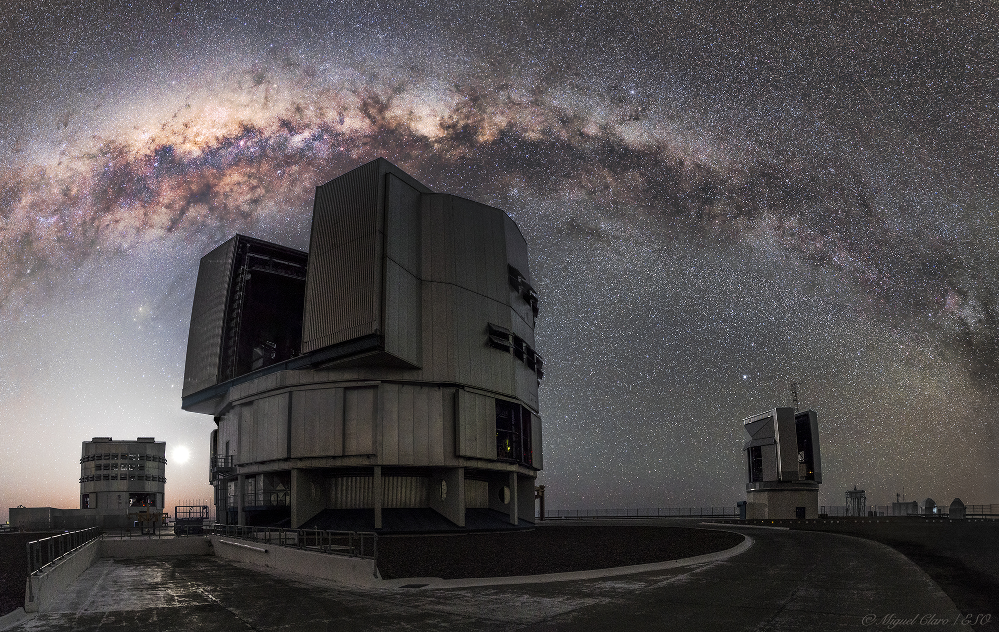 Milky Way Arc above the Yepun and VST Telescopes