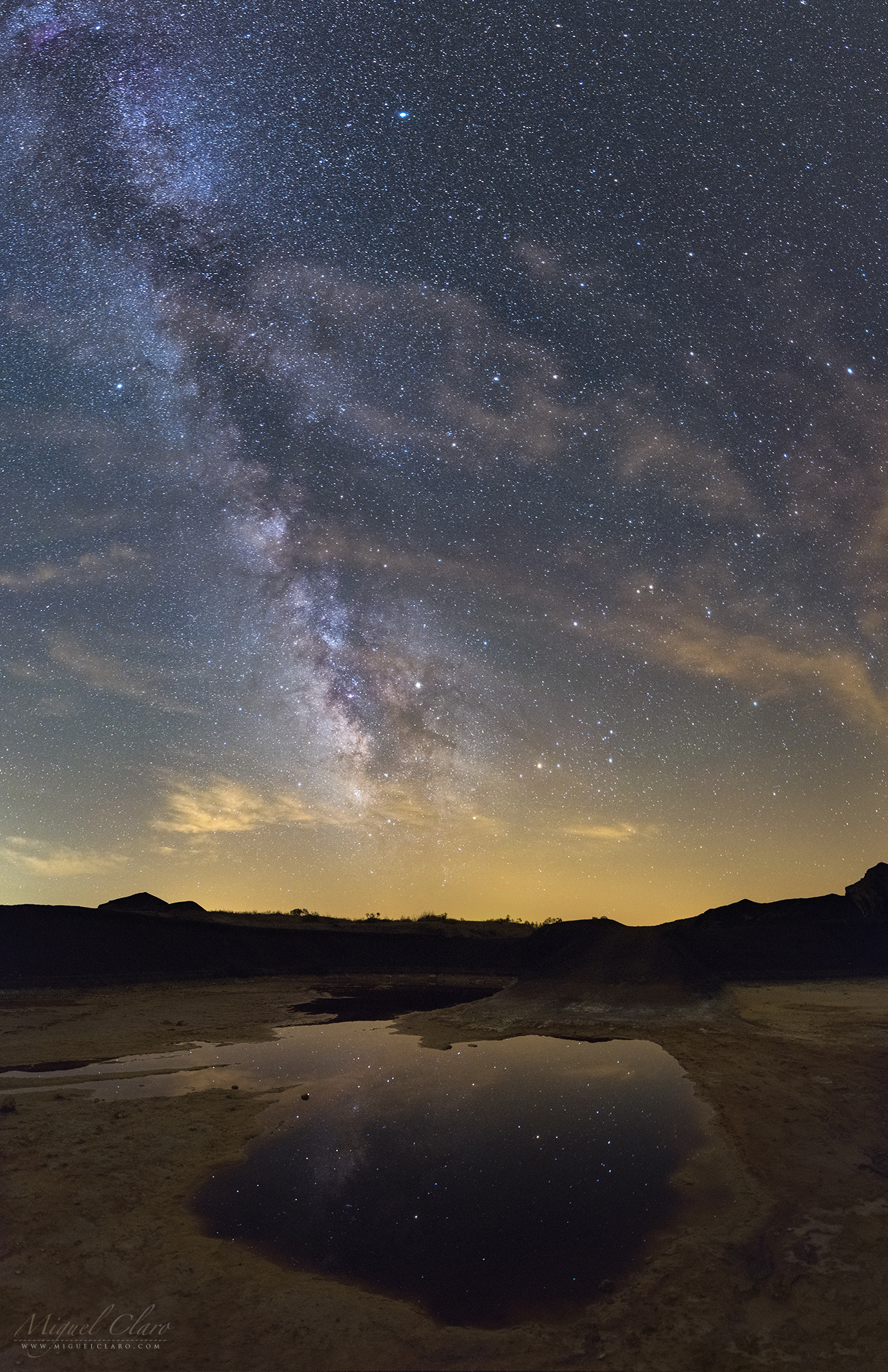 Alquevas dark sky reserve portfolio categories astrophotography a view of the milky way arm mixed with some clouds with planet saturn shinning against the galaxy core near scorpius constellation fandeluxe Gallery
